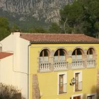 Masia Cal Po - Vista amb Montserrat